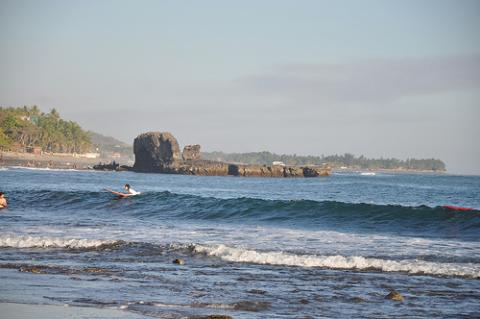 el-salvador-surfear.jpg
